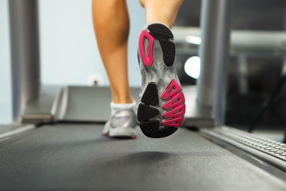Mujer entrenando en cintas de correr xiaomi