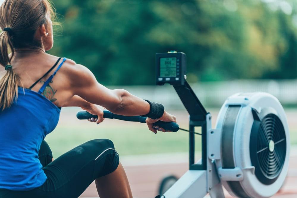 La máquina de remo qué músculos trabaja en las mujeres